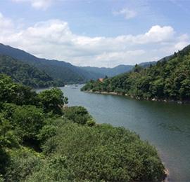 矢作ダムの上も走る、奥矢作湖の周回コース